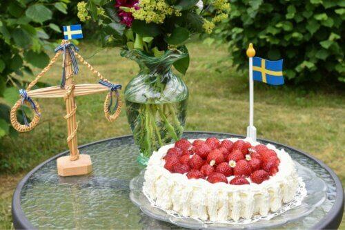 Jordgubbstårta: Schwedische Erdbeertorte