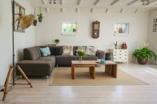 Couchtisch im skandinavischen Landhausstil