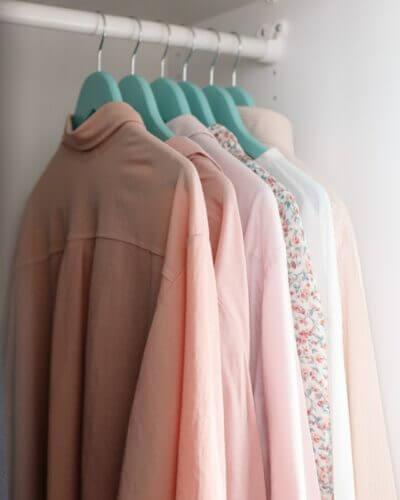 Skandinavischer Kleiderschrank weiß