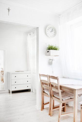 Skandinavische Holzstühle mit Lehne