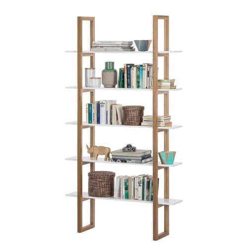 Modernes skandinavisches Bücherregal
