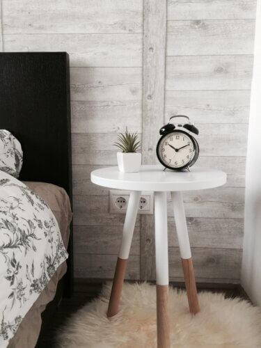 Skandinavischer Nachttisch in Weiß