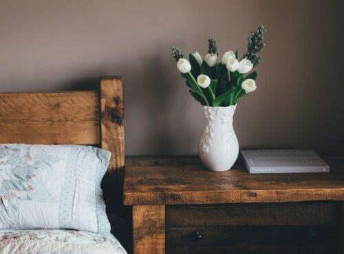 Skandinavischer Nachttisch aus Holz