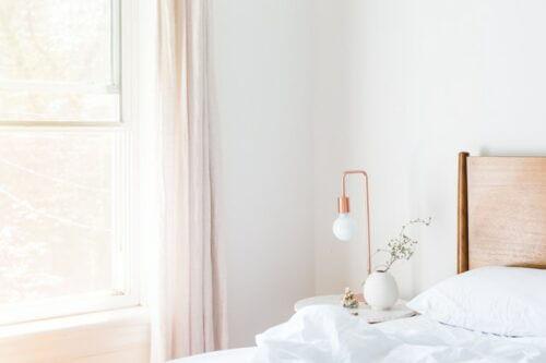 Skandinavischer Vorhang im Schlafzimmer
