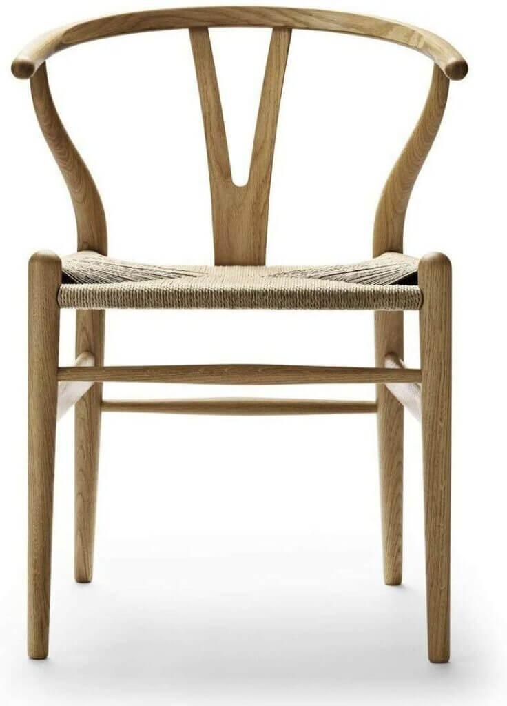 Skandinavisches Design bedeutet mehr als nur IKEA: Hast du schon einmal von Alvar Aalto oder Arne Jacobsen gehört? Lerne hier die Ursprünge sowie die Elemente des puristischen Scandi-Styles in den 1950er-Jahre kennen und entdecke alle Design Klassiker in den Bereichen Architektur und Einrichtung.
