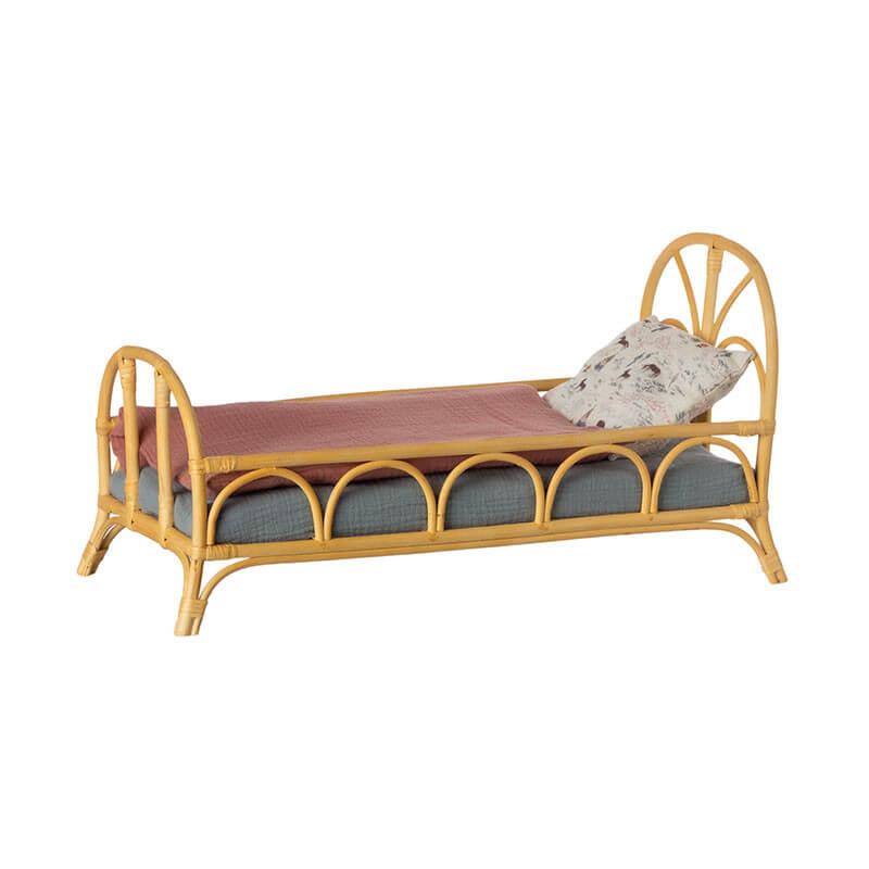 Maileg Puppenhaus Bett aus Rattan
