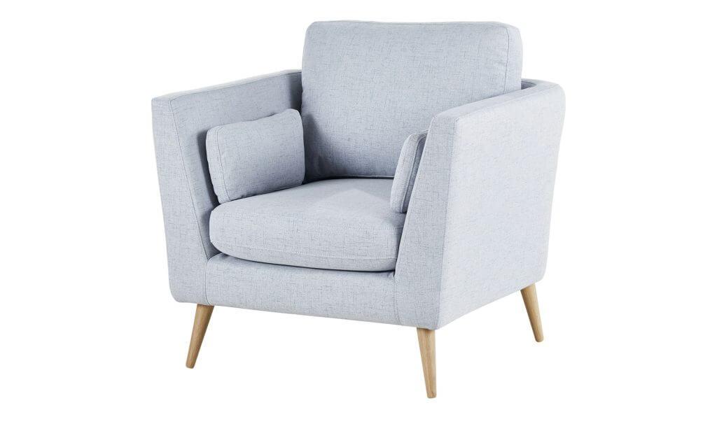 Wohnzimmer skandinavisch einrichten blauer Polstersessel
